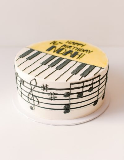 Piano cake (side view)
